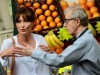 carla-bruni-e-woody-allen-sul-set-di-midnight-in-paris-170317_medium